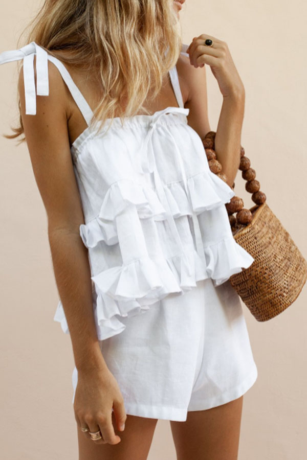 Summer Look Inspo - boho outfit in white - top with ruffles and knotted straps and short