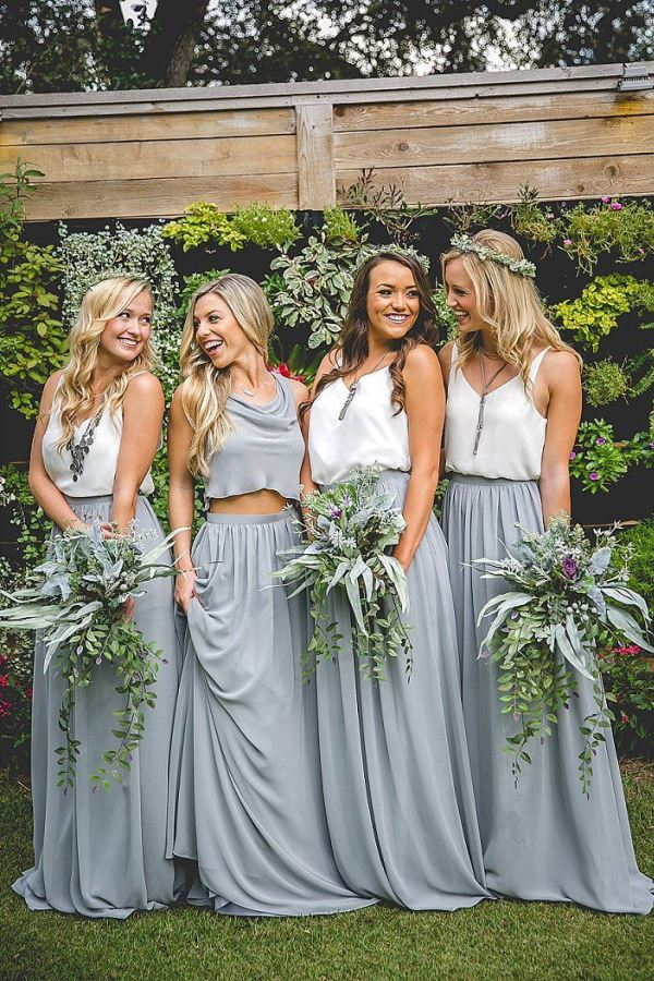 simple but so beautiful bridesmaid dresses in white and a color that for me is 'cement gray' a greenery natural boho wedding ... lovely!