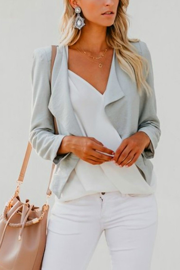 so chic ! lovely fall outfit in grey and white