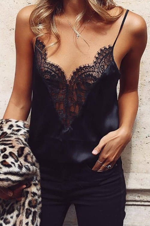 I love this look! Black blouse with lace, to give a sexy touch to any outfit, ideal for after office or a date night