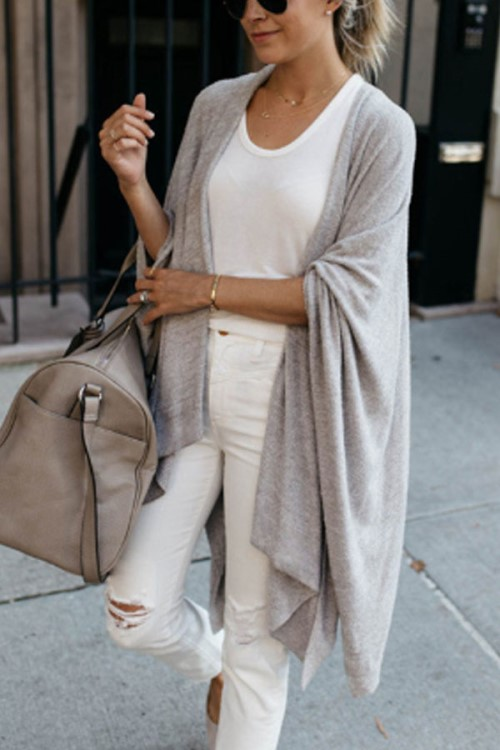Very nice autumn outfit for weekend travel! I love the combination of white and gray! Fall Look White blouse and jeans with a beautiful gray loose carldigan