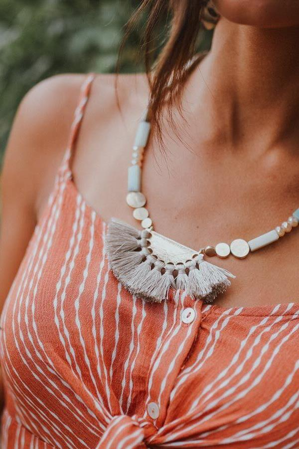 This statement necklace with mint stones, wood beads and a tassel is perfect for a beach look. Beautiful necklace to complete the look.
