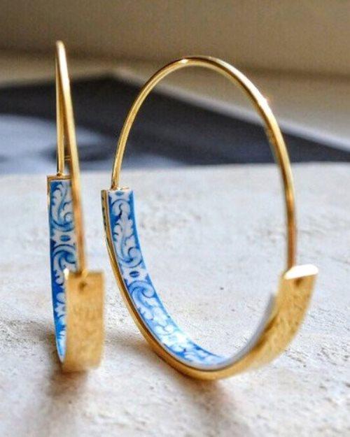 delicate hoops earrings tile blue Portugal in gold tone