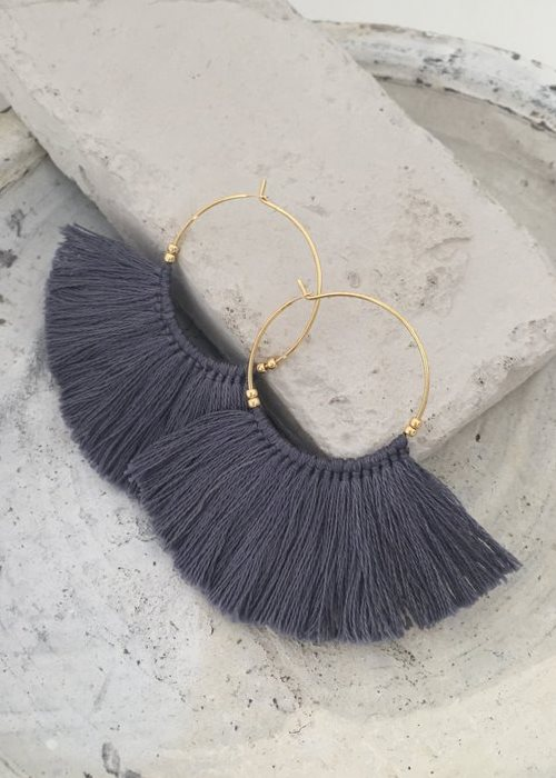 i want this fringe earrings in grey !