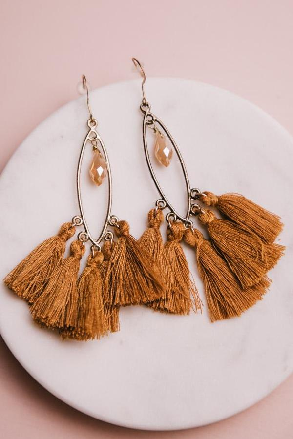 very cute tassel earrings in camel. They are easy to miss match with any boho outfit