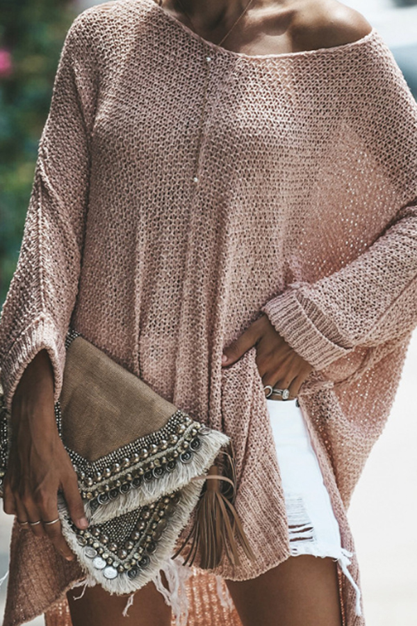 Gorgeous Hippy Chic Look - Loose Sweater in light salmon color, white shorts and a lovely clutch