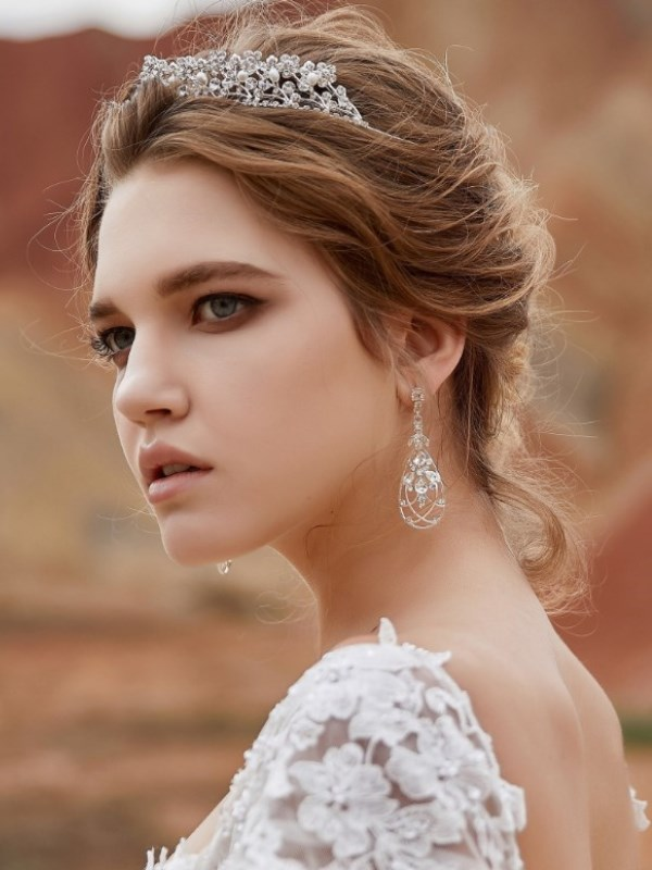 Luxurious cubic-zirconia Tiara