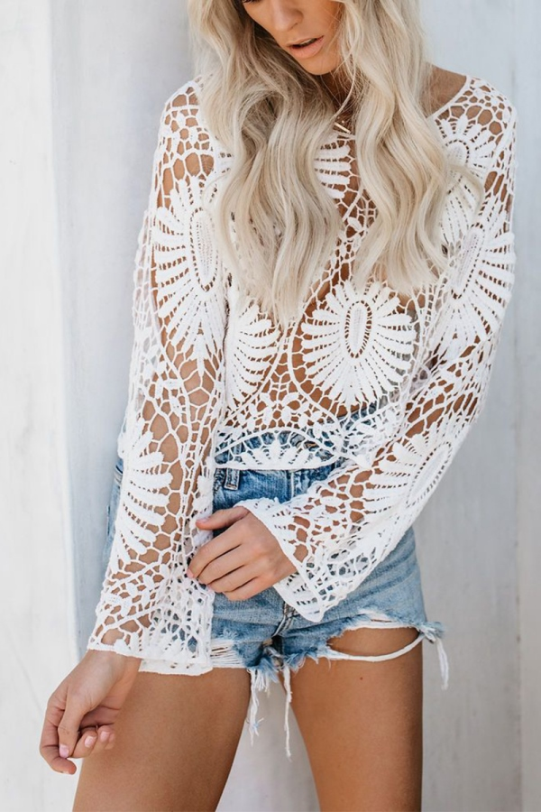 Sexy Hippy Chic Outfit - shorts and hollow-out knit blouse in white -