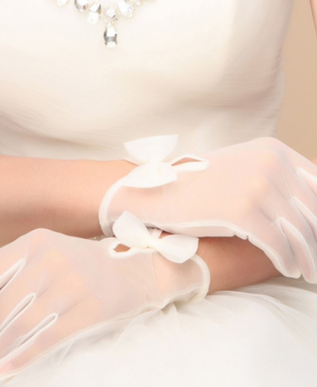 Tulle ivory wedding gloves