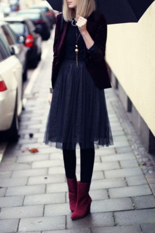 Cute Autumn outfit idea with black midi skirt y