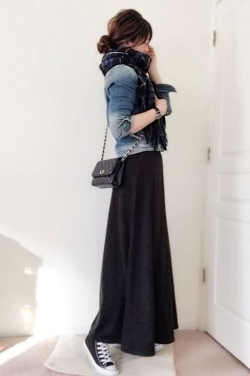Lovely Autumn Outfit Idea Long Skirt and sneakers