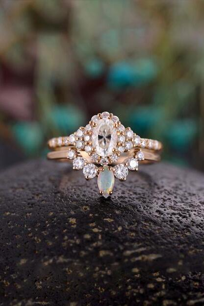 Gorgeous Antique Moissanite Engagement Ring Set