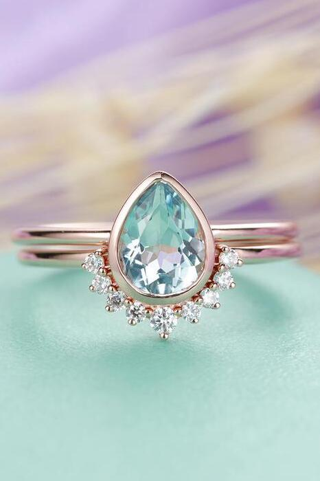 Gorgeous Aquamarine Engagement Ring Set