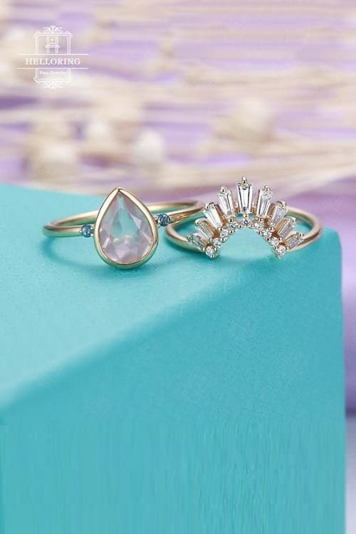 Lovely Vintage Engagement Ring Set !