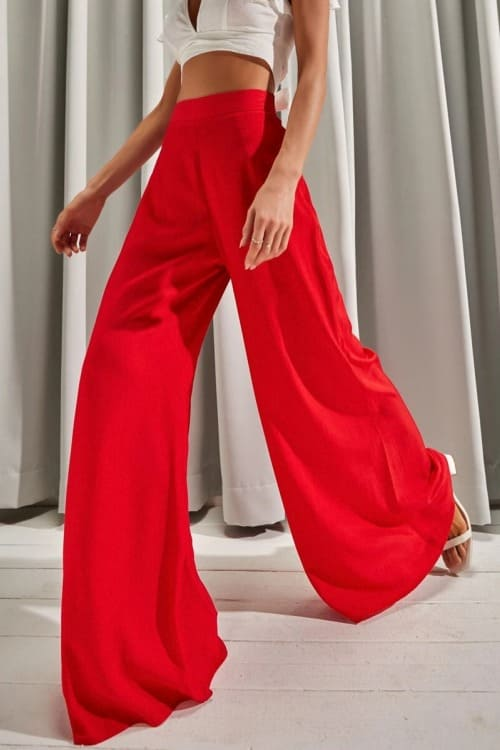 High waited flared pants in red