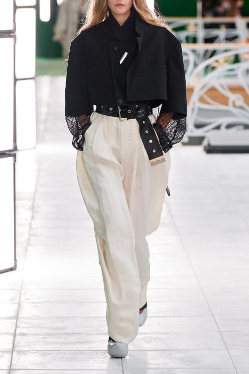 The fashion of wide pants is the most elegant and chic